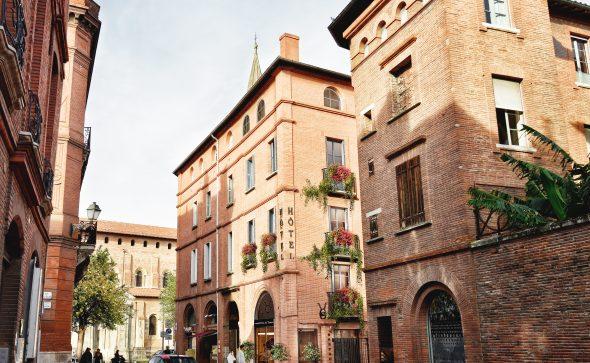 ce projet consiste en la refonte globale d'une ancienne bâtisse en briques à Toulouse en un hôtel 4**** et restaurant et bar