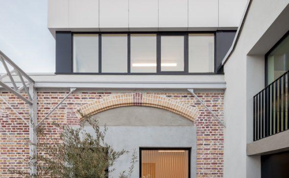 réhabilitation et extension d'un ancien îlot industriel en siège social et bureaux à montreuil par gsma architecture